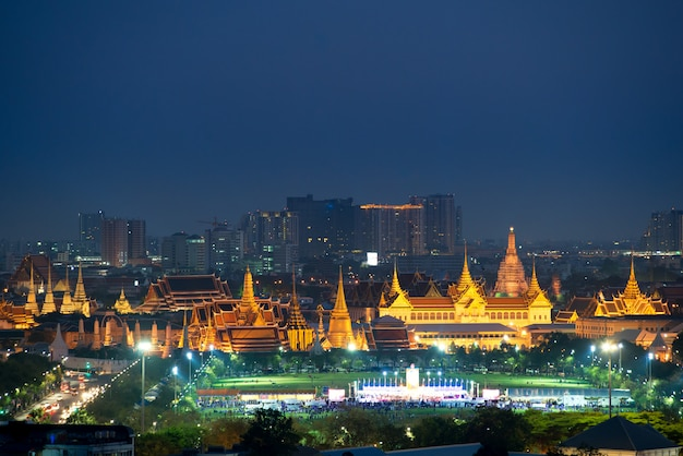 Wat phra kaew und großartiger palast in bangkok, thailand.