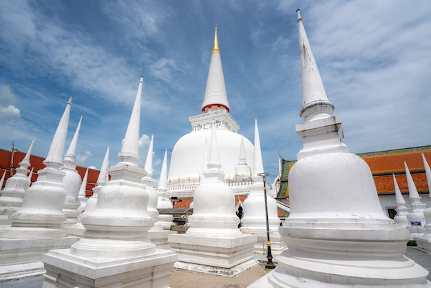 Wat phra mahathat woramahawihan mit nettem himmel bei nakhon si thammarat in thailand.