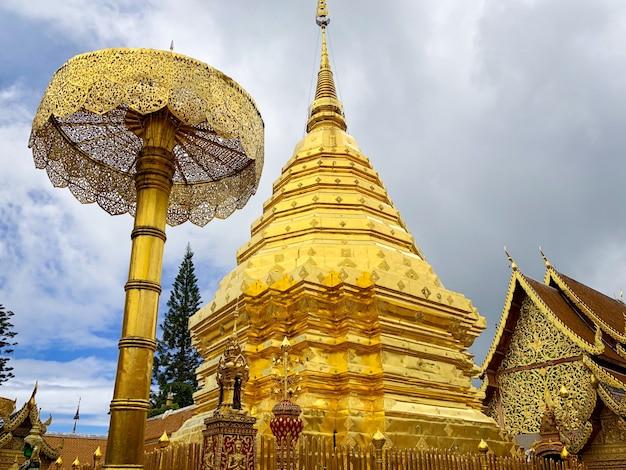 Wat phra that doi suthep ist ein buddhistischer tempel und eine touristenattraktion in chiang mai, thailand