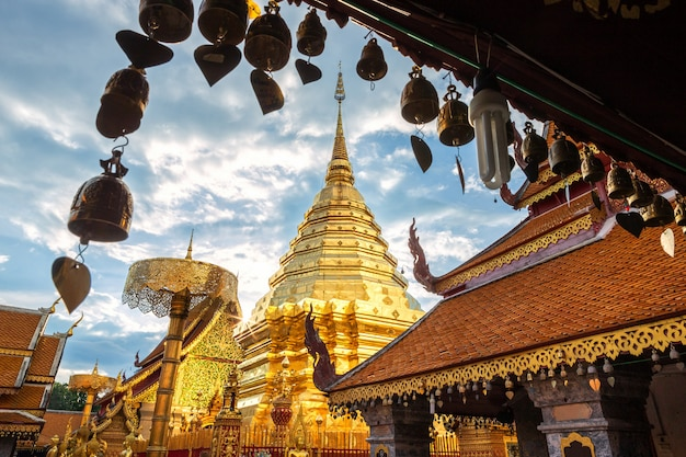 Wat phra that doi suthep ist eine touristenattraktion in chiang mai.