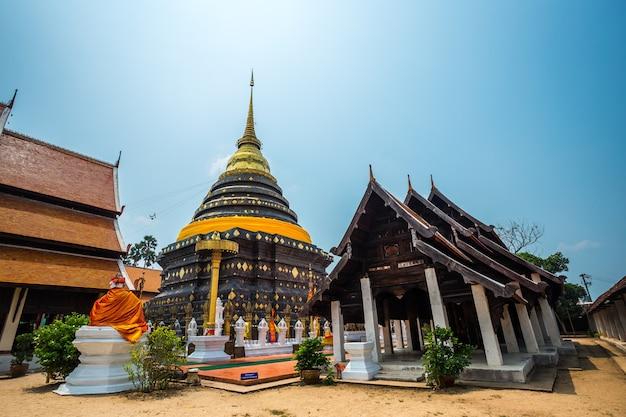 Wat phra that lampang luang ist ein buddhistischer tempel in lampang in der provinz lampang, thailand.