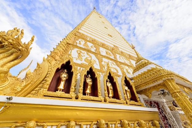 Wat phra that nong bua morgens bei ubon ratchathani, thailand.