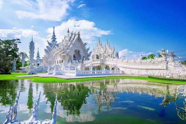 Wat rong khun tempel (weißer tempel) in chiang rai, thailand.