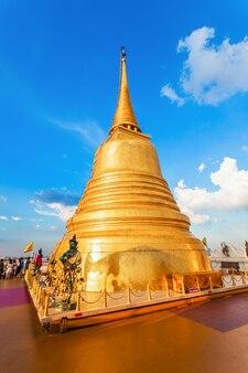 Wat saket ratcha wora maha wihan ist ein buddhistischer tempel in bangkok, thailand