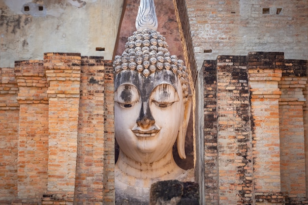 Wat si chum im historischen park von sukhothai