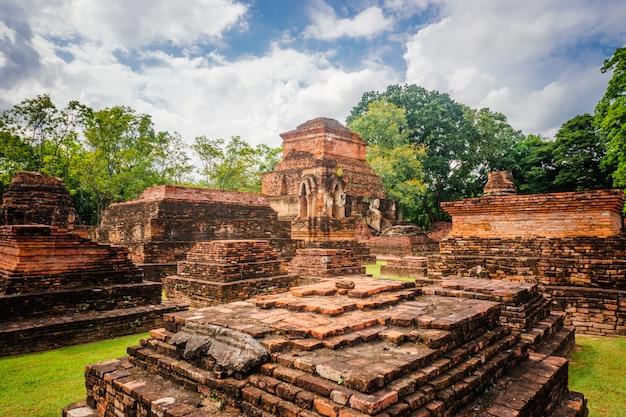 Wat si sawai-tempel im historischen park sukhotai, thailand