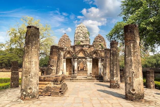 Wat si sawai tempel im historischen park sukhothai, thailand