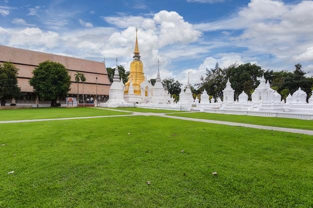 Wat suan dok ist ein wunderschöner alter tempel in chiang mai, provinz chiag mai, thailand