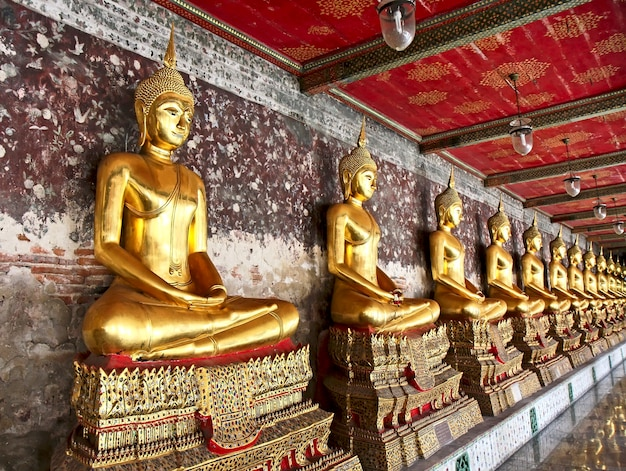Wat suthat thepphawararam ist ein königlicher tempel der ersten klasse in bangkok. der bau des tempels wurde 1847 abgeschlossen. bangkok. thailand