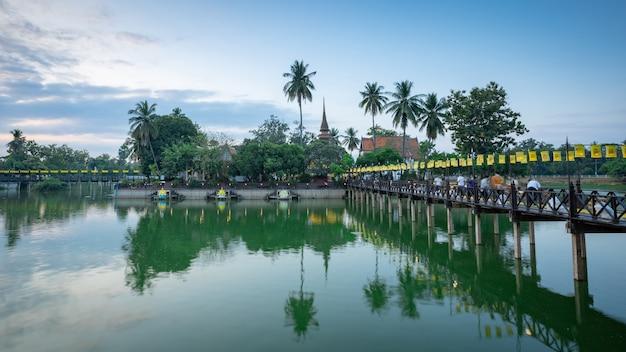 Wat tra phang thong tempel im sukhothai historischen park - thailand
