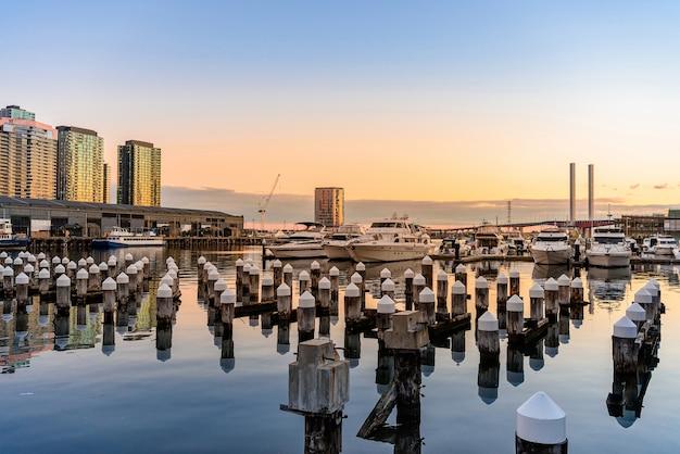 Waterview von docklands pier, melbourne, australien.