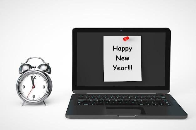 Wecker mit laptop-computer und happy new year-zeichen auf weißem hintergrund