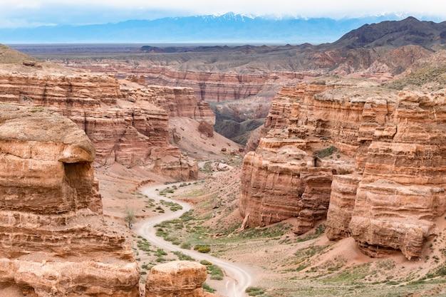 Weg in der schlucht des roten sandsteins