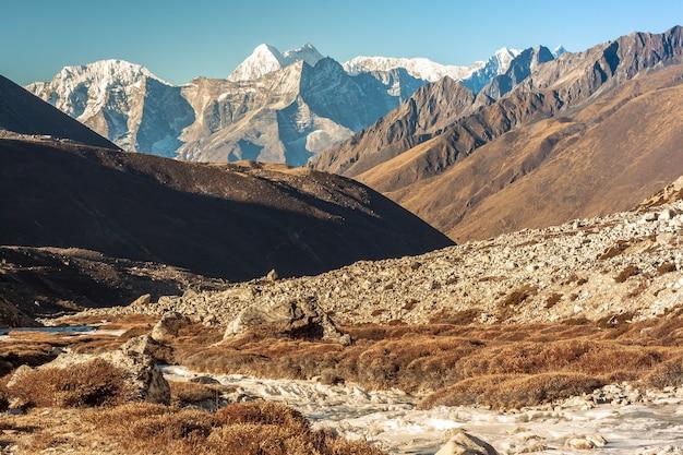 Weg zum trekking in der everest-region