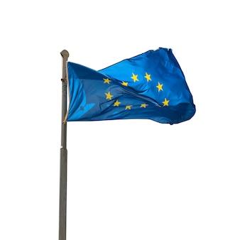 Wehende eu-flagge der europäischen union isoliert auf weißem hintergrund