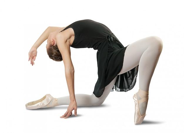 Weibliche ballerina, die einen tanz durchführt