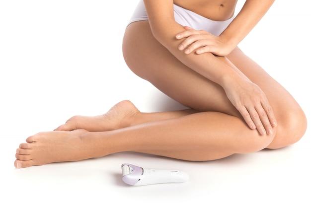 Weibliche beine und epilierer