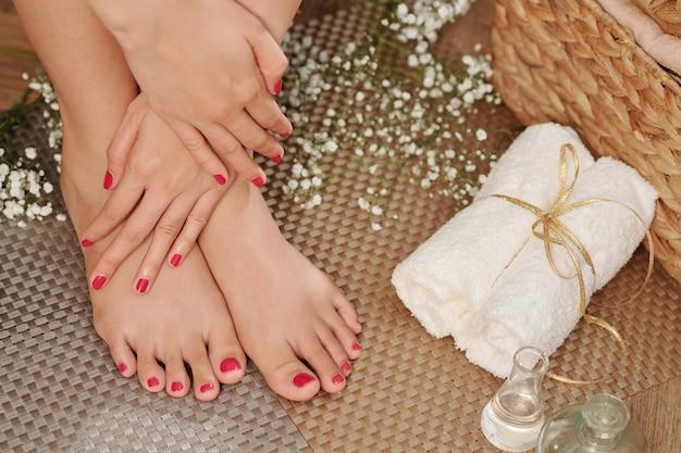 Weibliche füße im spa-salon