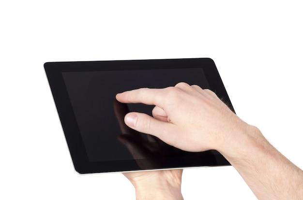 Weibliche hände, die ein tablet-touch-computergerät mit isoliertem bildschirm halten