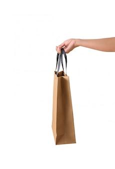 Weibliche hand, die leere braune papaer einkaufstaschen hält