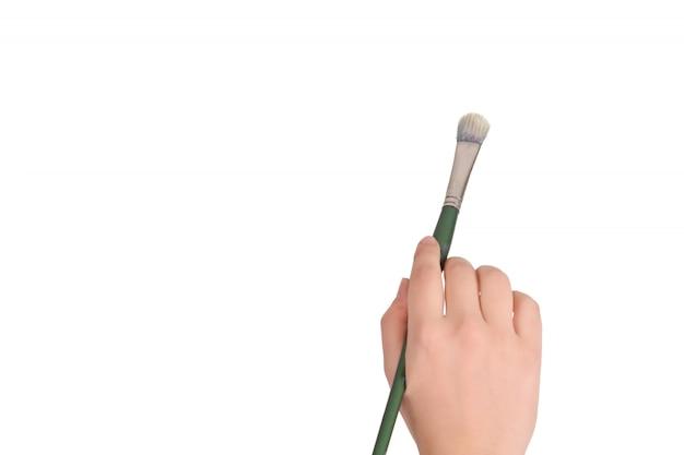 Weibliche hand, die pinsel hält