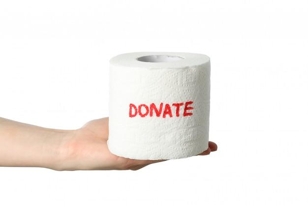 Weibliche hand hält toilettenpapier mit der aufschrift spenden, lokalisiert auf weißem raum