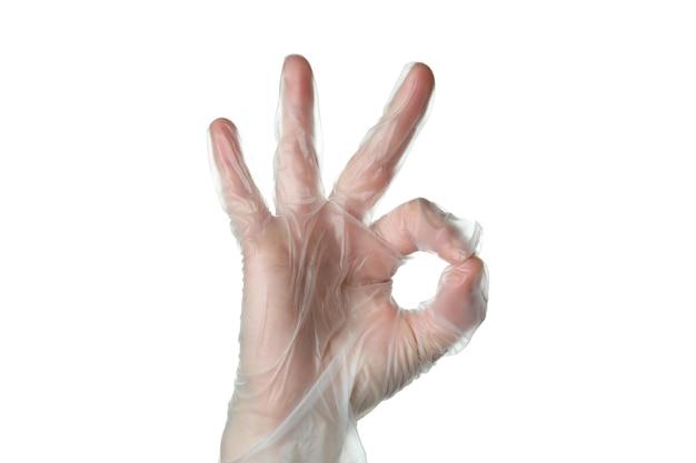 Weibliche hand im einweghandschuh zeigen ok, lokalisiert auf weißem isoliertem hintergrund