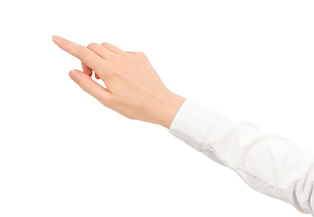 Weibliche hand in einem weißen hemd zeigt einen finger auf einem weißen isolierten