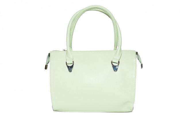 Weibliche handtasche auf einem weiß