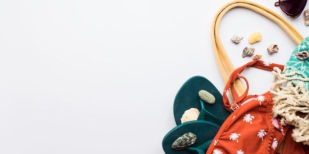 Weibliche mode-accessoires des strandes mit copyspace