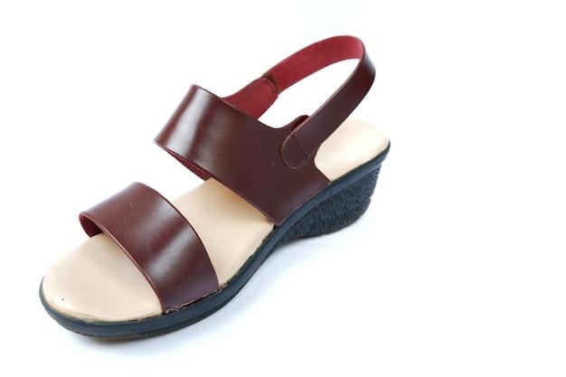 Weibliche sandalen mit hohen absätzen isoliert auf weißem hintergrund