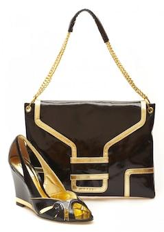 Weibliche schuhe und handtasche isoliert