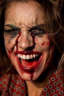 Weibliche vorbildliche nahaufnahme halloweens