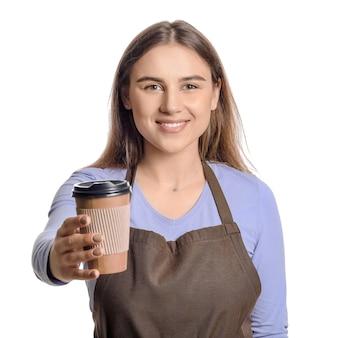 Weiblicher barista auf weißem hintergrund
