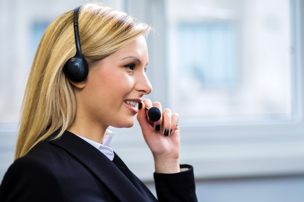 Weiblicher call-center-betreiber