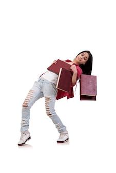 Weiblicher junger student mit den büchern getrennt auf weiß
