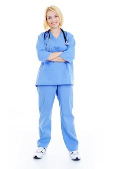 Weiblicher krankenhausstudent voll stehend - weißer hintergrund