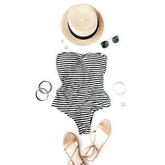 Weiblicher sommerbikini-badeanzug mit zubehör
