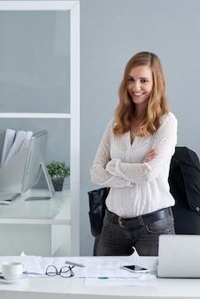 Weiblicher unternehmensleiter