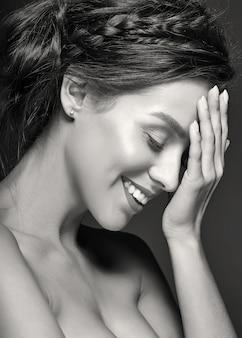 Weibliches modell mit täglichem frischem make-up