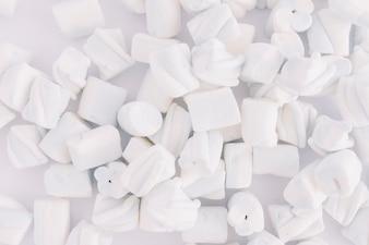 Weiche Marshmallows auf dem Tisch