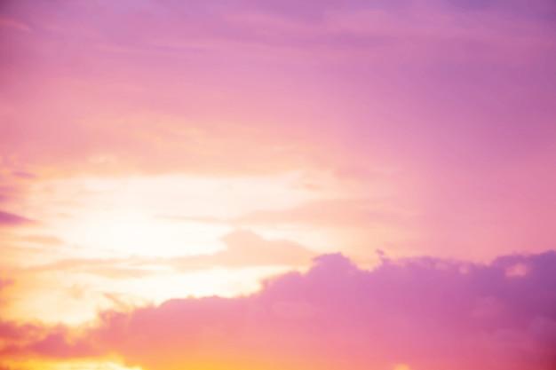 Weicher himmel in pastellfarben