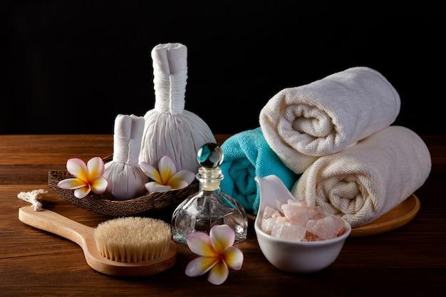 Weicher und selektiver fokus spa massage komprimieren bälle, kräuterball und behandlungen spa