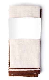 Weiches gefaltetes handtuch lokalisiert auf weißem hintergrund