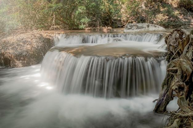 Weiches wasser in natürlichen obsessionen laden ein