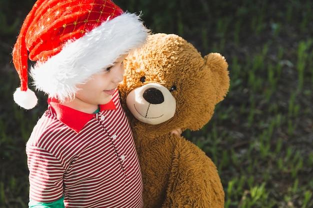 Weihnachten concepto mit kind und teddy