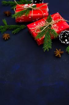 Weihnachten dunkel mit weihnachtsdekoration