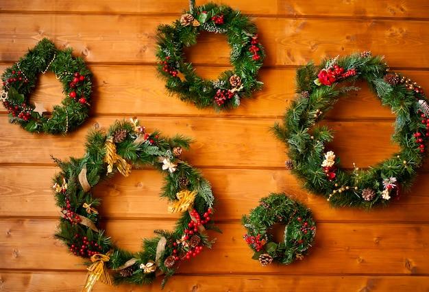 Weihnachten fünf kränze