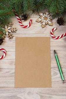 Weihnachten, geschenkboxen, zuckerstange, schneeflocken und draufsicht des buchstaben