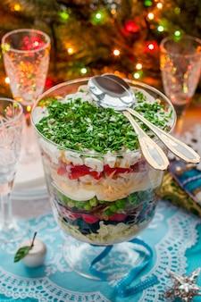 Weihnachten geschichteten salat